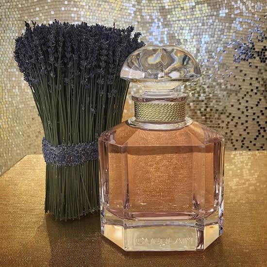 Флакон аромата Mon Guerlain